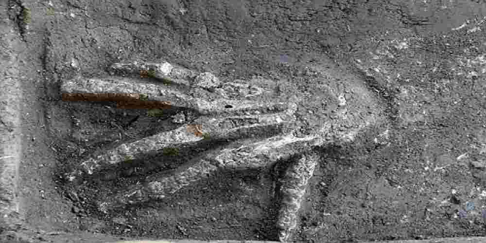 maini de uriasi gasite in morminte antice din egipt